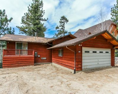 Rustic Vintage Lakefront - FREE Bike/Kayak Rental! 4BR/3BA/WiFi/Game Room/Lake Views - Boulder Bay