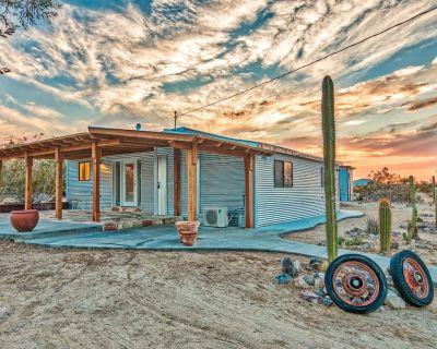 The Flying Point Homestead, Close to Joshua Tree National Park; Pet Friendly - San Bernardino County