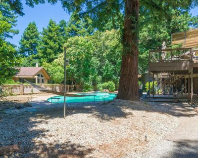 LARGE 5200SQFT UNIQUE HOME! HUGE POOL!! 30 days or more ONLY! - Chico