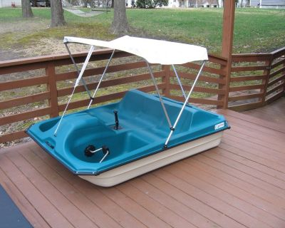REDUCED !!! 2020 CONTOUR Cadet SALT WATER PEDAL BOAT w/ Canopy