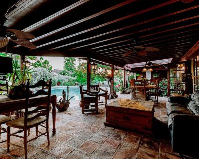 Desert Oasis- North Scottsdale Home - Massive Backyard Gardens/Patios/Pool - Shea North Estates