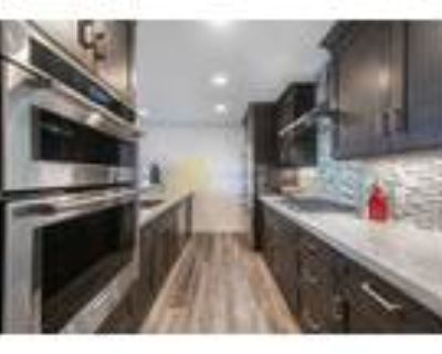 Cozy, newly remodeled 2BR+loft condo, steps from Park City Mountain Resort
