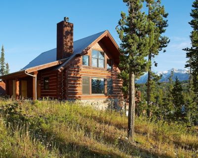 Ski-in/ski-out at this three-story mountain cabin w/ deck, hot tub, & views - Powder Ridge