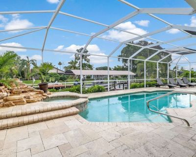 Ultimate Outdoor Living! Luxurious Yacht Club Area Pool Home! Gulf Access Canal! Kayaks & WiFi! - Yacht Club