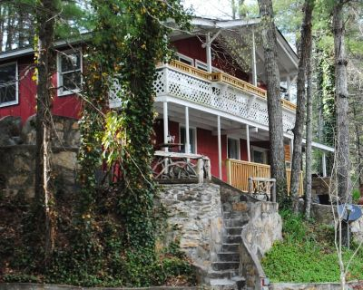 Whimsical Cabin + Bunkhouse in the Trees + Sauna Near Major Attractions - McMillan Hidden Valley