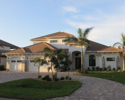Special Offer Aug/Sep: High-End Luxury Villa, southern exposure, SW Cape Coral - Pelican