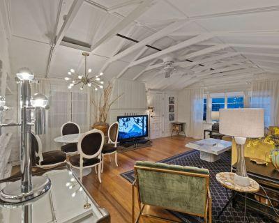 Location, Location, Location!!! Romantic Mid Century cottage in downtown! - Tahquitz River Estates