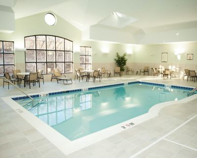 Air-Conditioned Suite with Free Daily Breakfast   24h Gym Access, Pool + Shared Hot Tub - North Wales