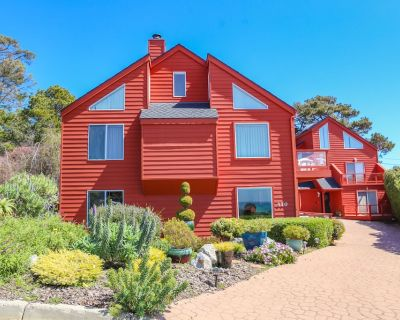 Spectacular Ocean View Rental, Walking Distance to Beach and Town, Dog Friendly - Happy Hill
