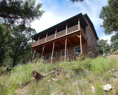 On top of the world with fantastic views and warm soaking relaxation. Enjoy! - Ruidoso