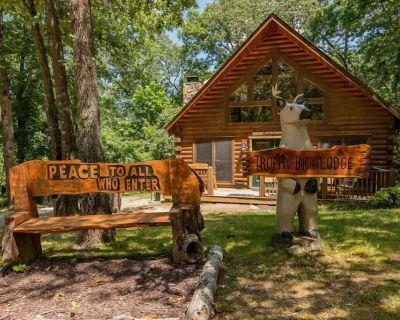 Secluded Amazing Cabin, Hot Tub, decks with view, Loft, Game Table, Near Big Cedar Trophy Buck - Ridgedale