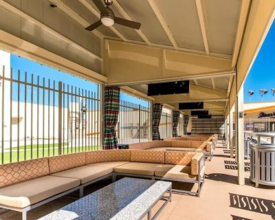 4 Spacious Units for Large Groups, Casino, Pool - Laughlin