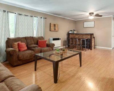 Private room with shared bathroom - Hamilton City , CA 95951