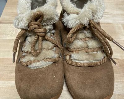 Winter boots size 11