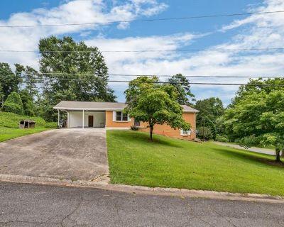 Single Family Home Forsale in Marietta GA