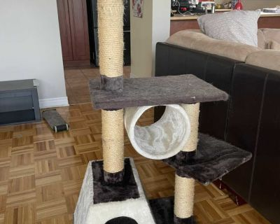 Cat tower / scratching post