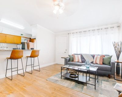 Airy and Modern One Bedroom, Los Angeles, CA