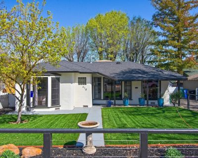 MIDCENTURY MANOR-Hot Tub & 5 Blocks to Town Center - Paso Robles