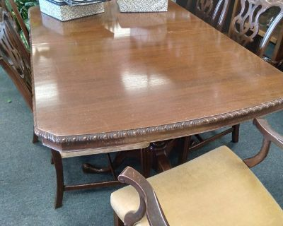Antique Table, 6 Chairs, 3 Leaves