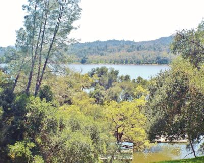 Lakefront Nacimiento home close to West Ramp, Internet, Dish, Pet Friendly too - Oak Shores