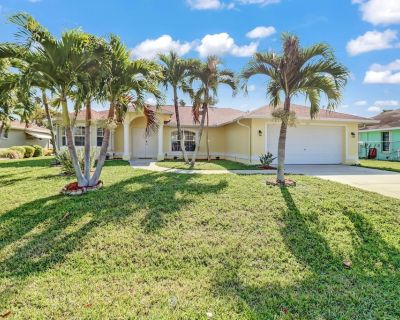 Paradise Found 1043 3B, 2Ba, SE Cape Coral Waterfront, Gulf Access, Boat Dock, electric Heated Pool - Caloosahatchee