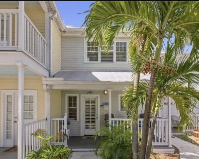 Truman Annex Townhouse- 2 bedroom 1 1/2 baths, steps from Duval Street with pool - Old Town Key West