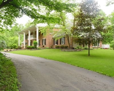 Come Visit Cascade Lakes Colonial Home - A Secluded Getaway in Nature and Beauty - Middletown