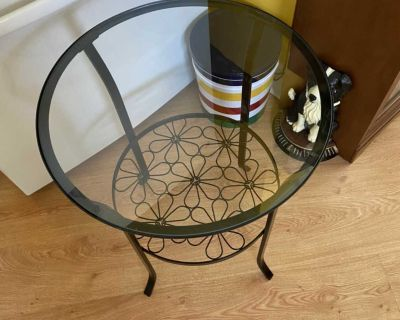 Like New IKEA Klingsbo Round Glass Top Side Accent End Table in Black Steel.
