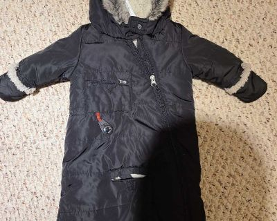Amazing snow suit for babe. 0-6 month super warm!