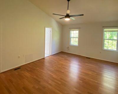 Private room with own bathroom - Oakton , VA 22124