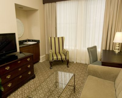 The Pfister Hotel King Salon Suite - East Town