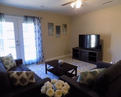 Private residence close to ABQ Uptown - Northeast Heights