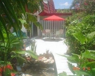 Beautiful, Private Southwest Florida Townhouse - Iona