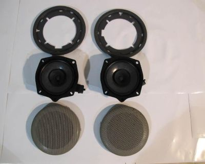 2006/7 Volvo Set Of Bunk Speakers With Trim And Grills