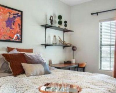 Private room with shared bathroom - Tucson , AZ 85745