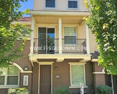 Fantastic Two Bedroom Condo Just Minutes From Downtown Sacramento