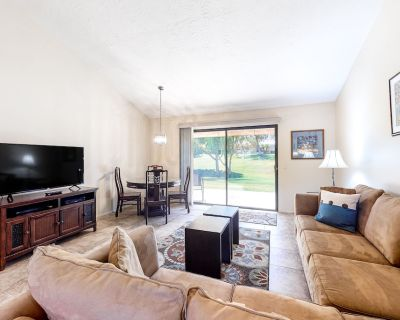 Dog-friendly Country Club Home Next to Golf Course W/wifi, AC, W/d, Shared Pools - Palm Desert
