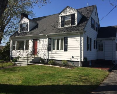 Newport Beaches-Indian Avenue-Beautifully Renovated Cape Cod Near Ocean Front - Portsmouth