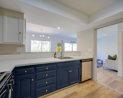 Executive Two Bedroom Suite Condo with Patio & Views! - Hollywood Hills