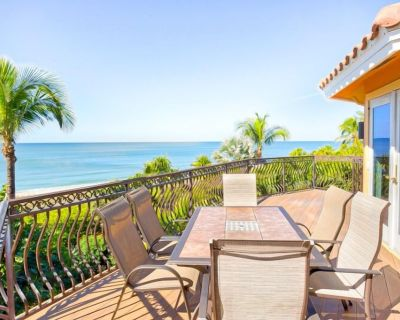 Location! Location! Gulf front with sparkling Captiva beach right out the front door - Captiva