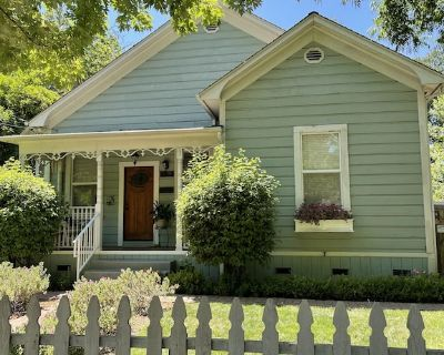 Chico Charmer steps away from downtown, Chico State, and Lower Bidwell Park - Chico