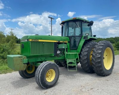 4960 John Deere Tractor w/ Cab and Duals