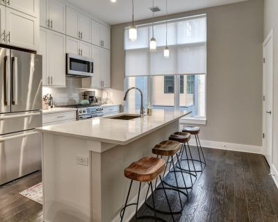 New Downtown Luxury Townhome with Private Elevator, Rooftop Terrace, Stunning Mountain Views - East End - Valley Street