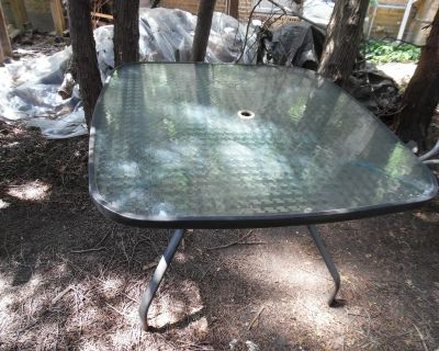 PATIO TABLE / GLASS TOP
