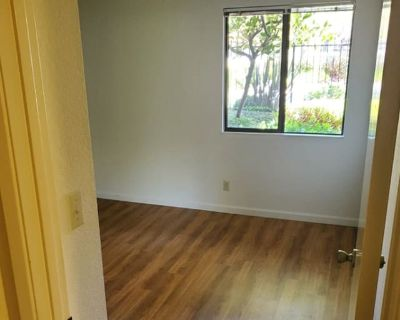 Private room with shared bathroom - Fremont , CA 94555