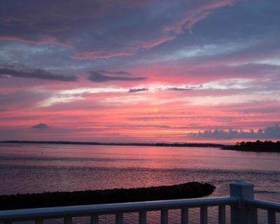 WATERFRONT END UNIT-BEAUTIFUL SUNRISE/SUNSET VIEW-POOL-TENNIS-WALK TO BEACH - Bethany Beach