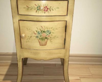 Sweet night table/accent table
