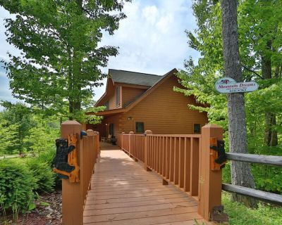 Beautiful Cabin in The Smokies, Hot Tub, Pool Table, Private Deck, Pool Access, Fishing, Putt Putt.. - Pigeon Forge