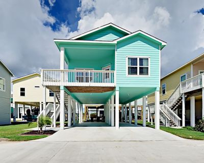 Casa Costero at Coral Reef Cottages   Boat Parking, Bay Views & Pool - Rockport