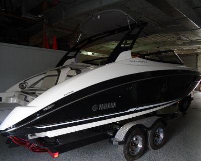 2017 Yamaha Boats 242 S Limited